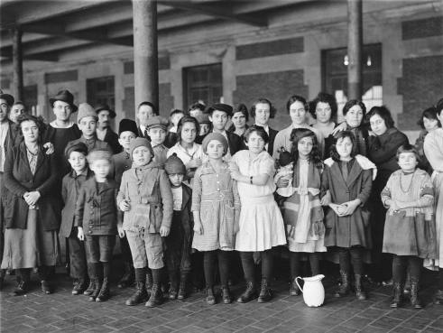us_ellis_pic_children_immigrants